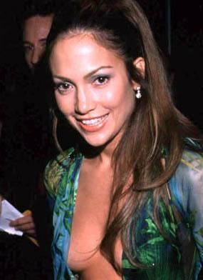 Jennifer Lopez: Versace-Kleid wird zum Sneaker