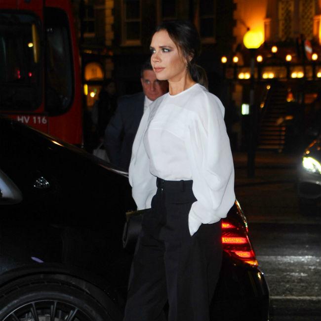 Victoria Beckham fühlt sich 'stark', wenn sie Farben trägt