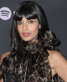 Jameela Jamil: Gut geschminkt dank YouTube
