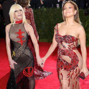 Versace verklagt Fashion Nova